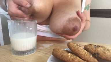 Brunette MILF Eating Delicious Cookies With Breast Milk